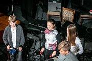 V pátek 9. listopadu se uzavřel sedmnáctý festivalový ročník tradičním milým zastavením s hudebním mládím, které zdatně na Českolipsku vychovává Základní umělecká škola Česká Lípa.