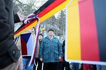 Malé slavnosti k otevření přechodu se zúčastnili občané z obou vesnic se svými starosty. Po krátkých projevech přestřihli starosta obce Krompachy František Audes a starosta obce Jonsdorf Zimmerman pásku.