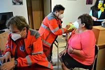 Mobilní očkovací tým Zdravotnické záchranné služby. Ilustrační foto.