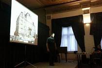 V Navrátilově sále lidé vyslechli odborníky z praxe pracovníky Národního památkového ústavu Ivana Peřinu a Miroslava Kolku.