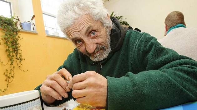 Služeb denního centra Křesťanského společenství Jonáš v Děčíně na Starém Městě využívá v zimním období denně na dvacet lidí bez domova.