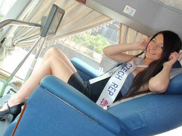 Denisa Švecová reprezentovala ČR na World Bikini Model International vČíně ina Miss World University vKoreji.