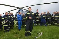 Cvičení hasičů na českolipském letišti.