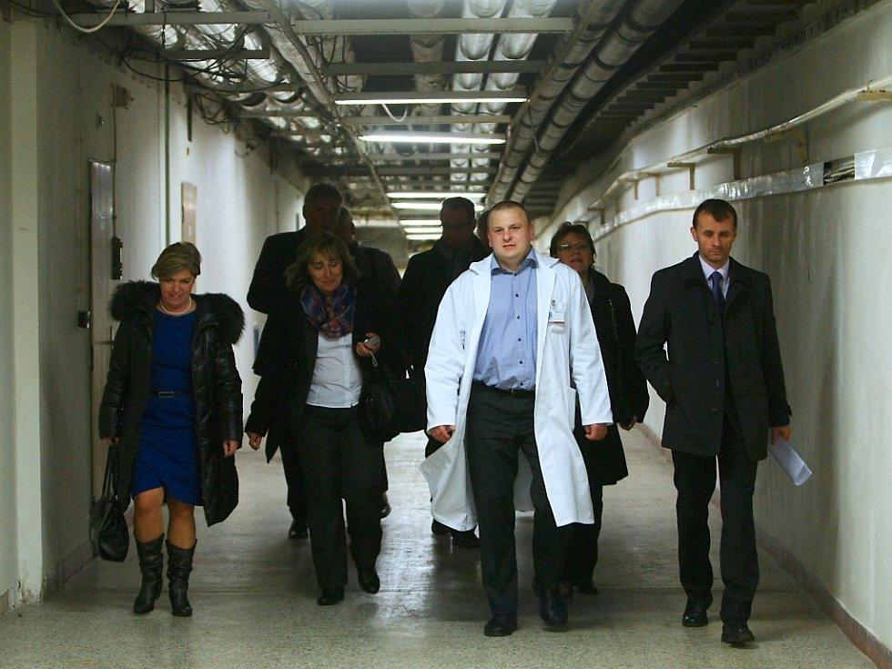 Čtyři nově zvolení poslanci za Liberecký kraj navštívili ve čtvrtek českolipskou nemocnici.