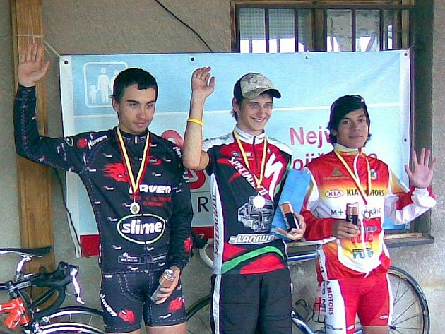 Nejrychlejšími juniory byli (zleva): Tomáš Barták, David Blažej a Radek Laci.