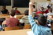 Konkurzem, který je potvrdí ve funkci, má projít přes 100 ředitelů školských zařízení, které zřizují města nebo Liberecký kraj. Do výběrového řízení se může přihlásit kdokoliv.