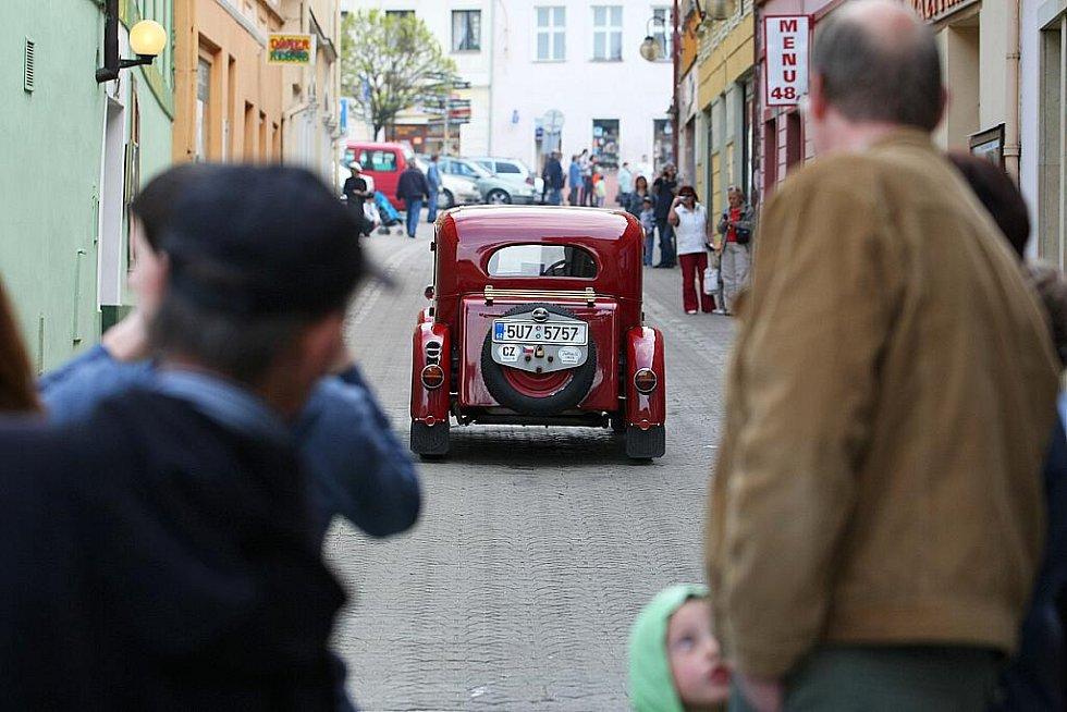 Dvanáctý ročník soutěže S veterány Českolipskem pořádal Veteran Car Club Česká Lípa.