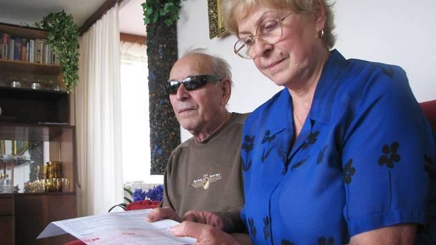 Nevidomí Václav Gabriel a (72) a jeho žena Vlastimila (69)
