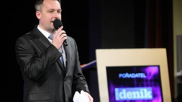 Tradičním moderátorem galavečera je Radek Šilhan.