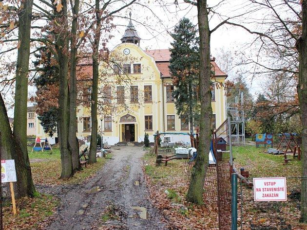 Rekonstrukce budovy v Dolní Libchavě vyšla na 17 milionů.
