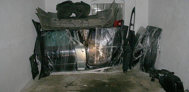 Vgaráži vNovém Boru našli kriminalisté octavii ukradenou vPraze a náhradní díly zdalších několika vozidel.
