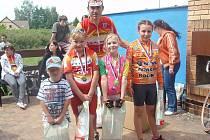 V kategorii nejmladších dětí se na prvních místech umístili (zleva) Martin Semerád, Veronika Houšková, Martina Vlasáková a Adéla Kvapilová.