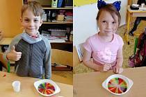 Děti si duhu vyzkoušely i vhodinách výtvarky mícháním barev a při pracovních činnostech pokusem.