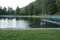 Pro malé i velké návštěvníky koupaliště v Jablonném v Podještědí je minigolf vítaným zpestřením.