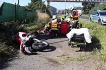 U Obecního lesa v Lípě havaroval motorkář. K nehodě vzlétl vrtulník