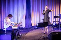 V pátek 18. října vstoupil 18. festivalový ročník Lípy Musicy do své závěrečné třetiny. Premiérově v kamenickošenovském kubistickém kině Hvězda festival nabídl populární večer se zpěvačkou Lenkou Novou a klavíristou Petrem Maláskem.