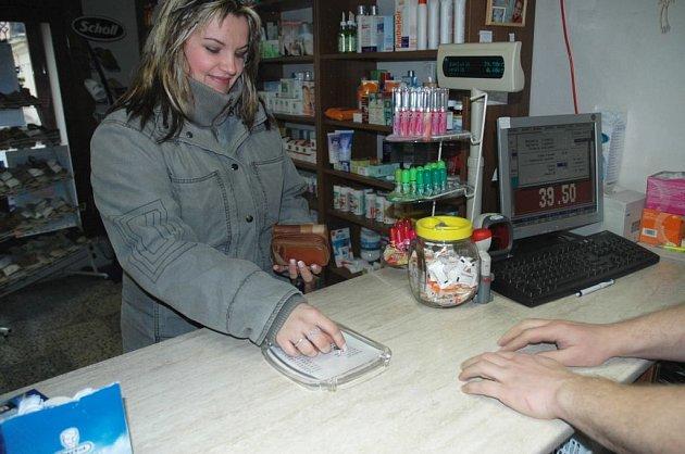 Placení v lékárně - ilustrační foto