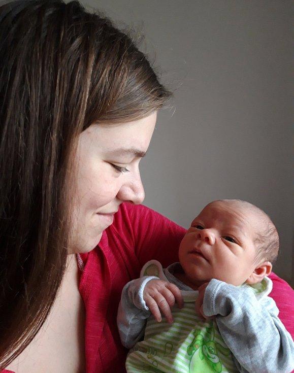 Rodičům Blance a Honzovi se ve čtvrtek 5. listopadu v 7:01 hodin narodil syn Vojtěch Petraš. Měřil 50 cm a vážil 3,54 kg. Doma se na něj těšili sourozenci Ondrášek a Mareček.