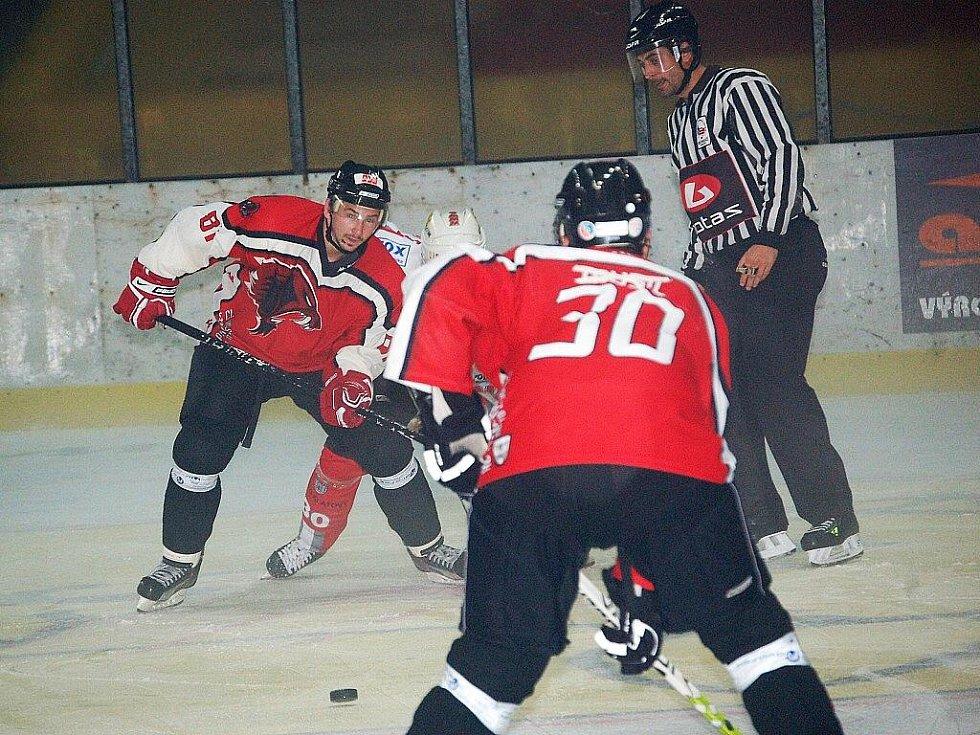 Predátoři prohráli v Klatovech a klesli na osmou příčku v tabulce druhé hokejové ligy.