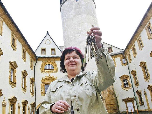 Brány hradů a zámků se již otevřely pro návštěvníky. Nejinak je tomu na Lemberku, kde je kastelánkou Renata Černá.