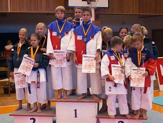 Mladí karatisté vybojovali celkem 19 medailí.
