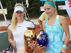 V česko-slovenském finále zvítězila Monika Kilnarová (vlevo) nad slovenkou Rebeccou Šrámkovou.