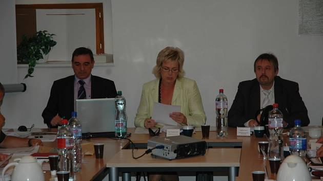 Představitelé Nového Boru. Zleva: Antonín Metál, Stanislava Silná, Jindřich Mareš