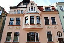 Část secesního domu v Arbesově ulici v České Lípě je na prodej.