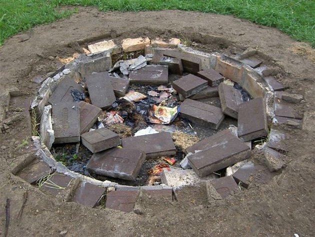 Zničené ohniště