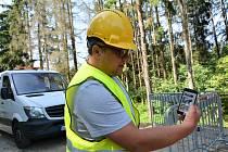 Stavbu nového propustku a opravu silnice v Novém Boru zkomplikovaly vážné problémy s nevhodným podložím.