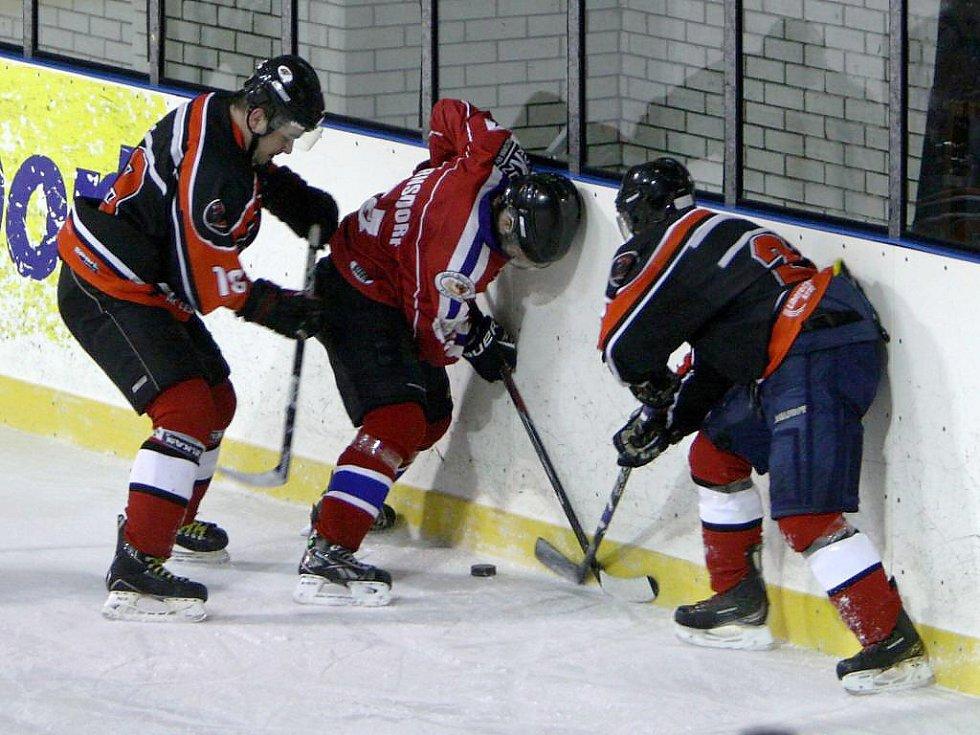 Preussler a Minaříkem bojují s varnsdorfským Javůrkem.