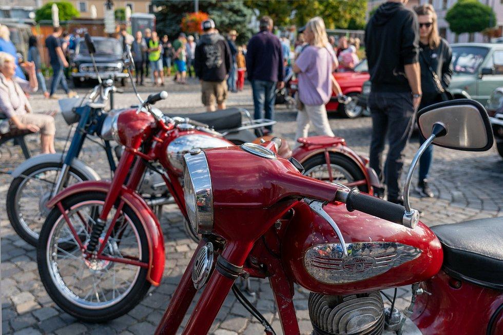 Majitelé starých strojů okouzlili Novoborsko.