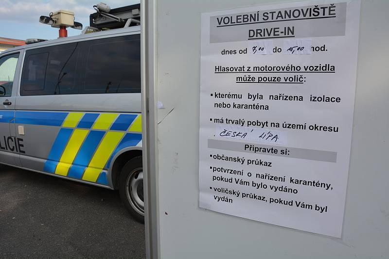 Volební místo pro lidi v karanténě v Poříční ulici v České Lípě.