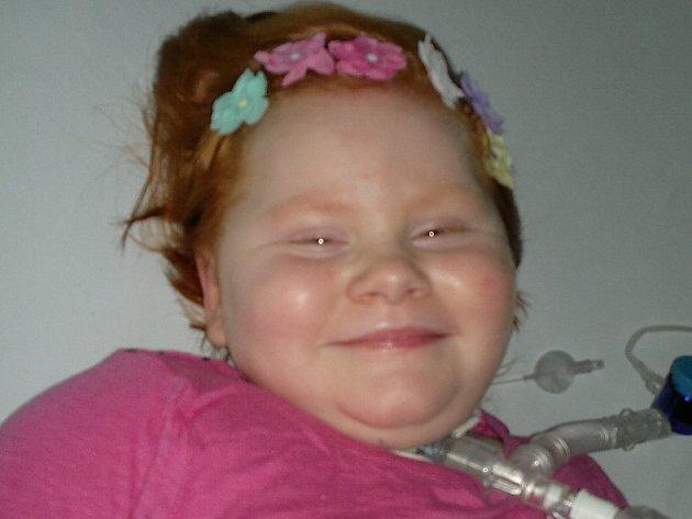 Benefiční koncert pomůže sedmileté Sárince z Doks, která je po autonehodě.
