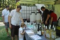 V neděli 28. srpna se v areálu hotelu Port uskuteční již pátý ročník populární akce Vinobraní u Máchova jezera a zábavné odpoledne pro děti.