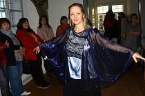Módní přehlídkou modelů pražské výtvarnice Dany Maškové odstartovala v sobotu v Městském muzeu v Mimoni výstava Tři tváře krajky.