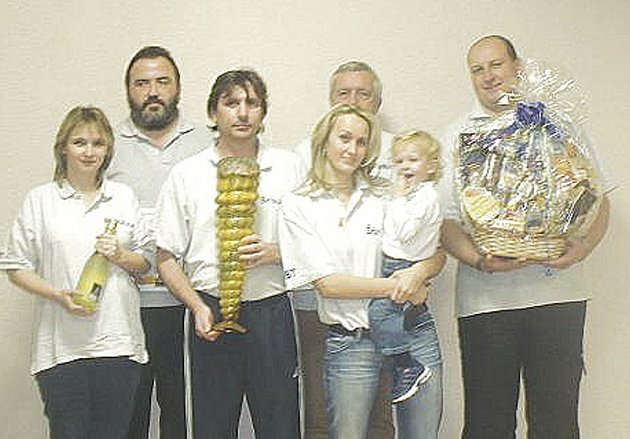 Vítěz osmého ročníku bowlingové ligy Broulatým (zleva) H. Broulíková, M. Knop, K. Broulík, Š. Šmelhausová, V. Knop, P. Šmelhaus.