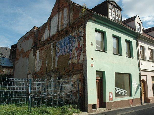 Do prodeje míří rovněž rohový dům v Sokolské ulici. Za 800 tisíc korun.