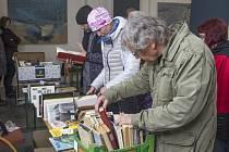 Ambit plný knih přilákal na dvě stovky čtenářů.