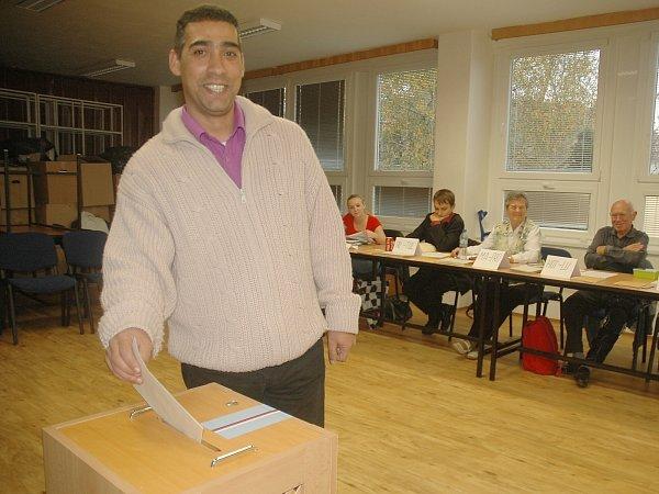 Jednička Romské demokratické strany vLibereckém kraji Milan Cina uvoleb.