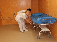 Výhodou koupelny je její bezbarierovost.