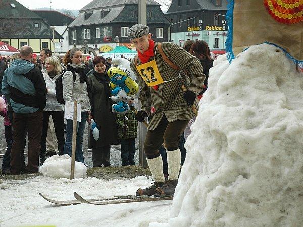 Novinkou vprogramu masopustu byly lyžařské běžecké závody na historických lyžích, které pořádalo Ski Polevsko přímo vcentru města.