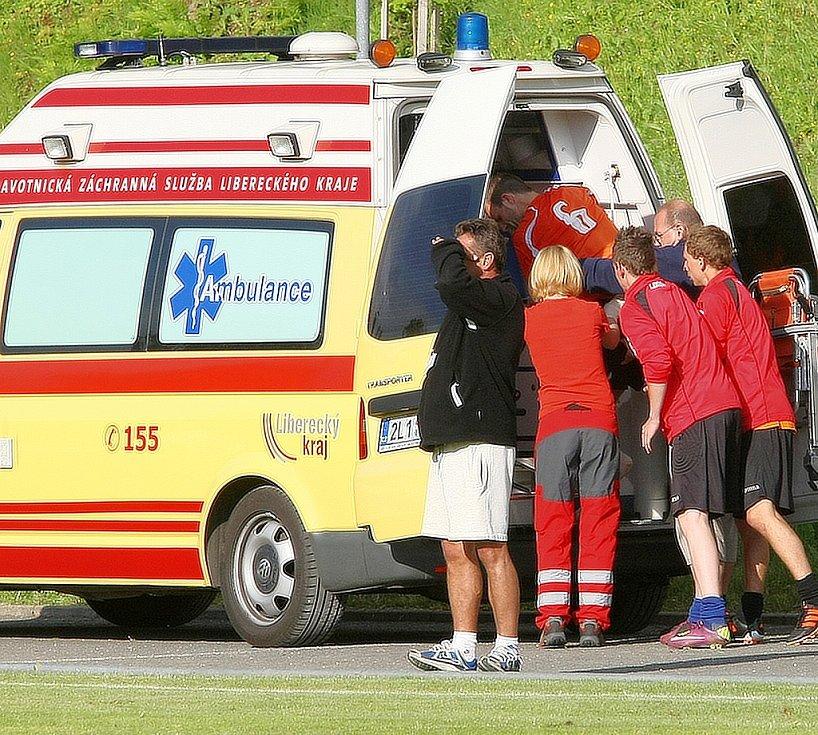 Doksy vyhrály v Liberci vysoko 4:1. Pro hostujícího Vágnera, který si zlomil ruku v zápěstí, musela přijet sanitka.