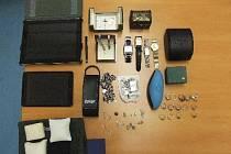 Z domu si zloděj odnesl věci za 176 tisíc korun.