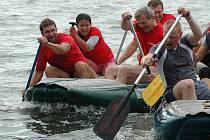 Na tradiční víceboj šestičlenných družstev se k Máchovu jezeru sjelde v letošním roce sto týmů z celé republiky.