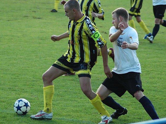 Třikrát pokořili fotbalisté Doks brankáře Jiříčka z Vratislavic.