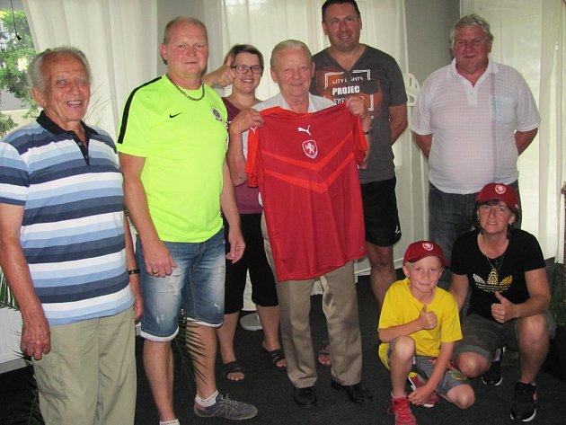 Slavnostní vyhlášení jarní části Tip ligy proběhlo v červnu v Restauraci Tankovka - Skleník, kde Deník ocenil ty nejlepší tipéry z Českolipska.