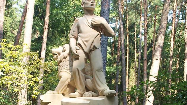 Na své místo v Novém Boru se vrátil pomník hrdinům Rumburské vzpoury z roku 1918 ve své původní podobě. Slavnostní odhalení proběhne v úterý.