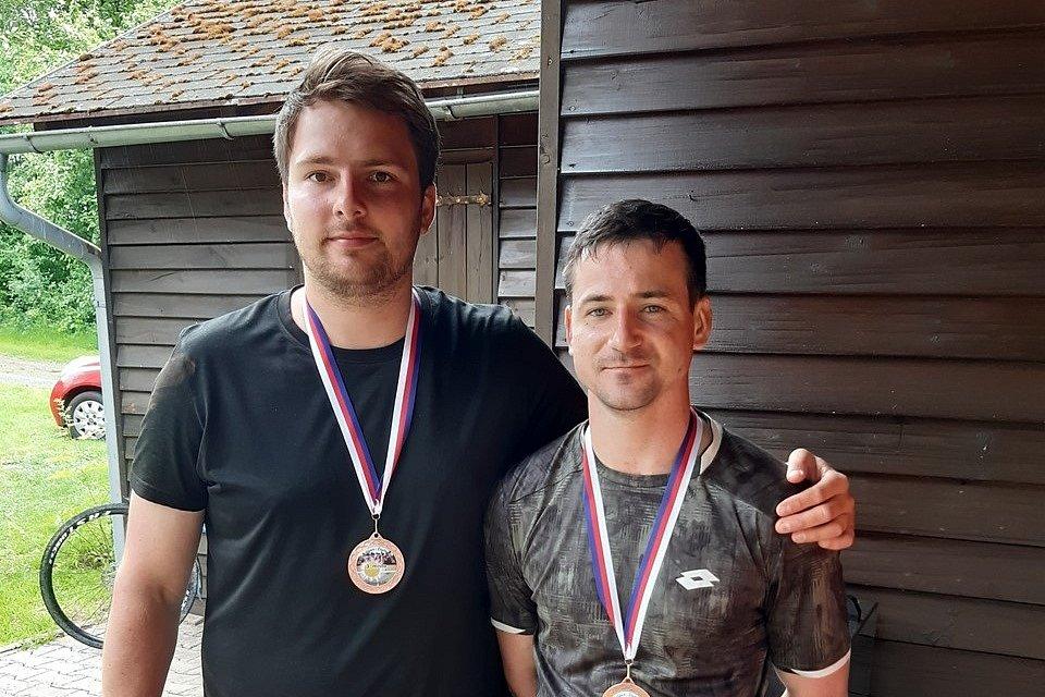 Bronzové medaile si vybojoval pár z Chomutova Michal Uhlíř – Jindřich Weber.