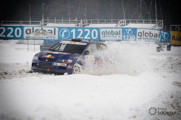 Led, sníh isuchý asfalt čekaly na 73účastníků čtvrtého závodu seriálu MOGUL Driving Cup vareálu Autodromu vSosnové uČeské Lípy.